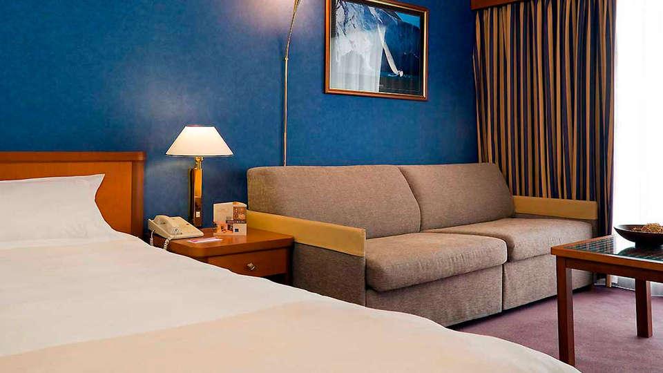 Hotel Cannes Montfleury - edit_room2.jpg
