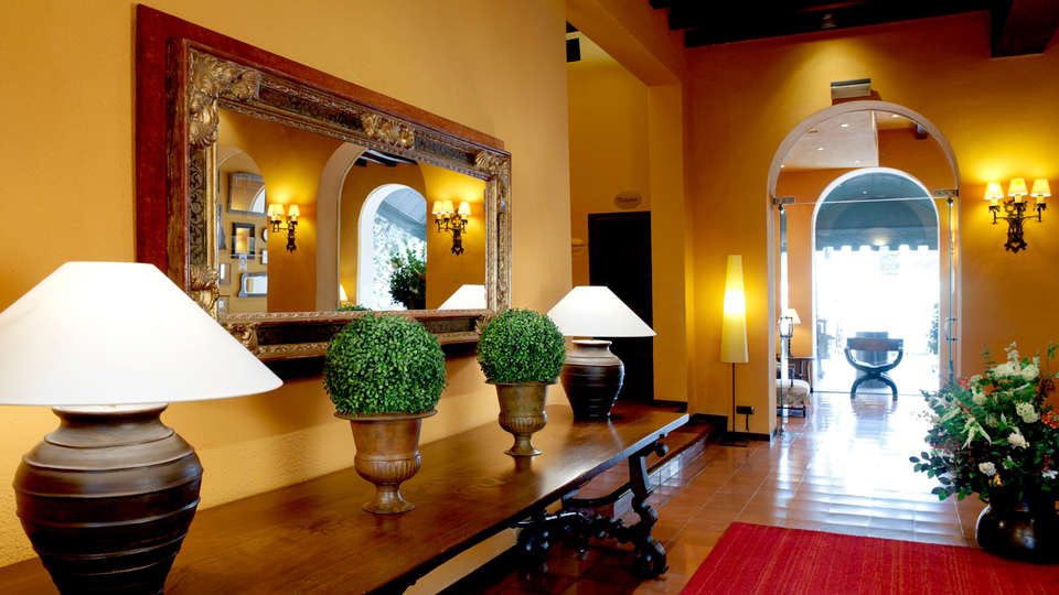 Gran Hotel Rey Don Jaime - Edit_Hall.jpg