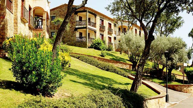 Vive la Costa Brava en un resort de apartamentos de lujo y piscina