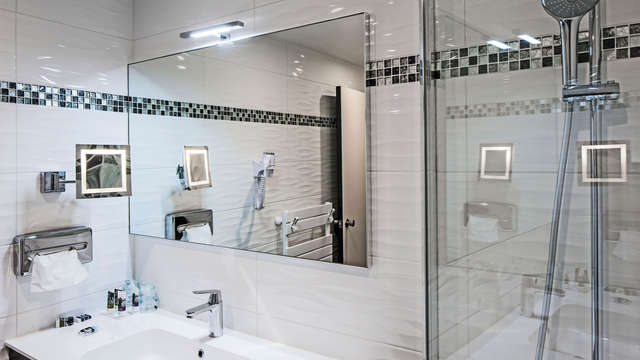 Hotel Mercure Mont Saint Michel - bathroom