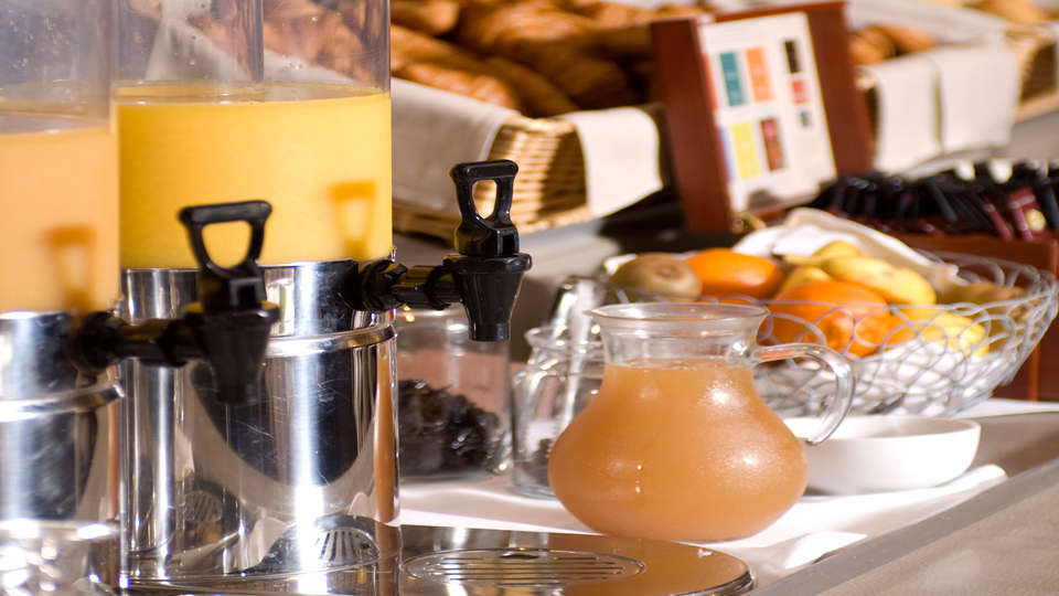 Hôtel Mercure Mont Saint Michel - edit_breakfast.jpg