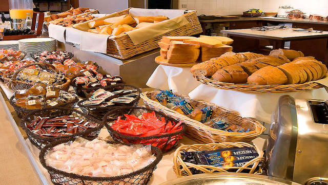 Hotel Mercure Mont Saint Michel - breakfast