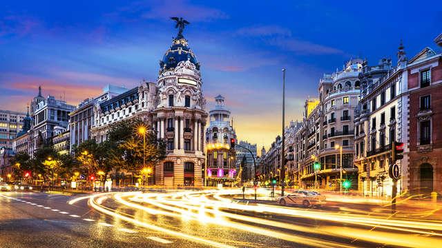 ¡De Madrid al cielo! Romanticismo en la Gran Vía con desayuno, cava y mucho más.