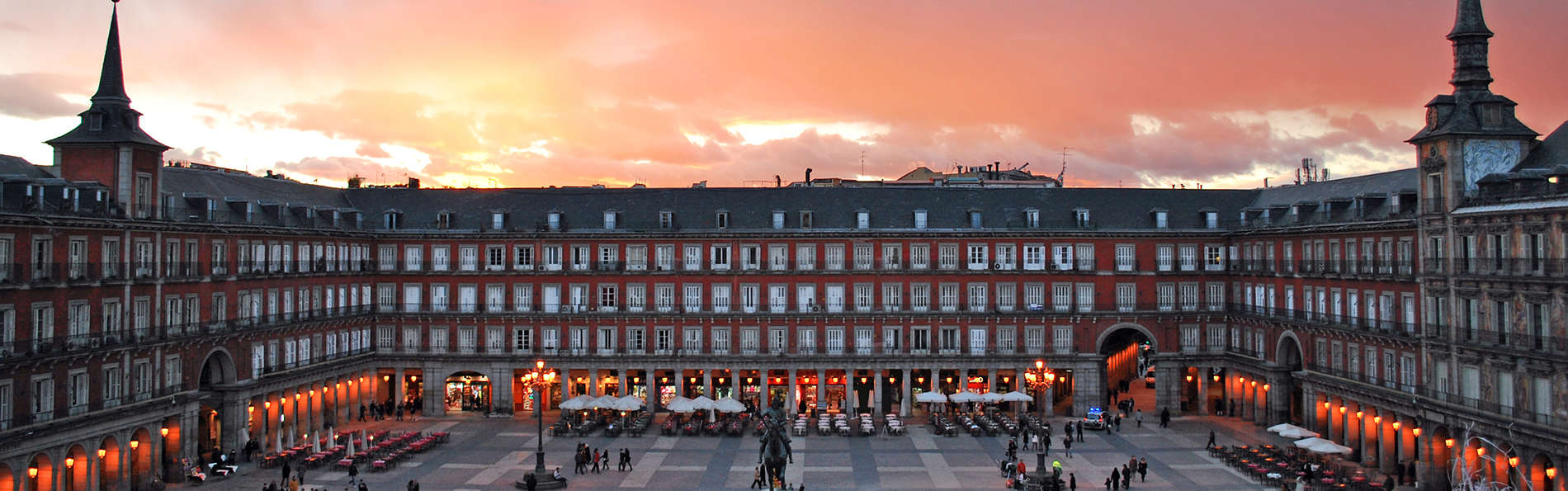 Hotel Sterling - edit_Plaza_Mayor_de_Madrid.jpg