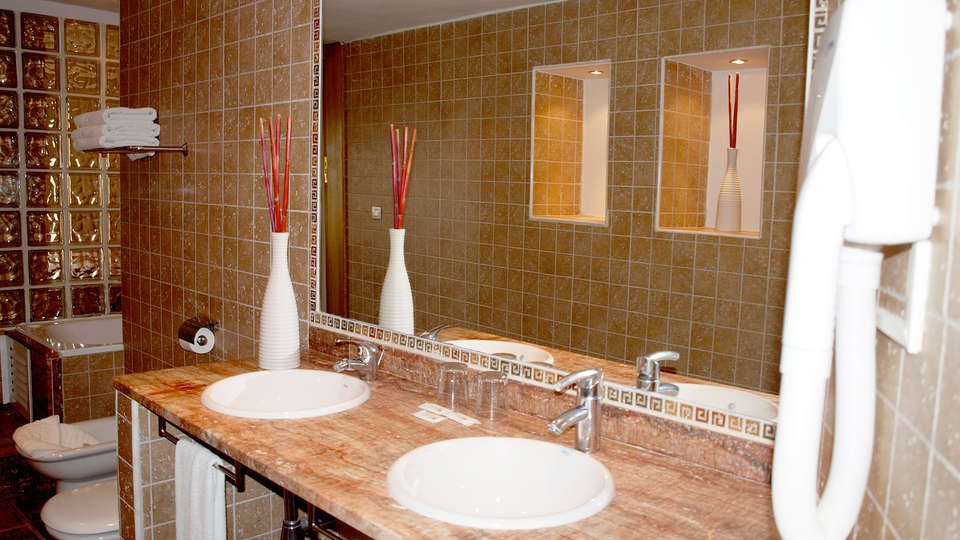 Hotel Alba Seleqtta - Edit_Bath.jpg