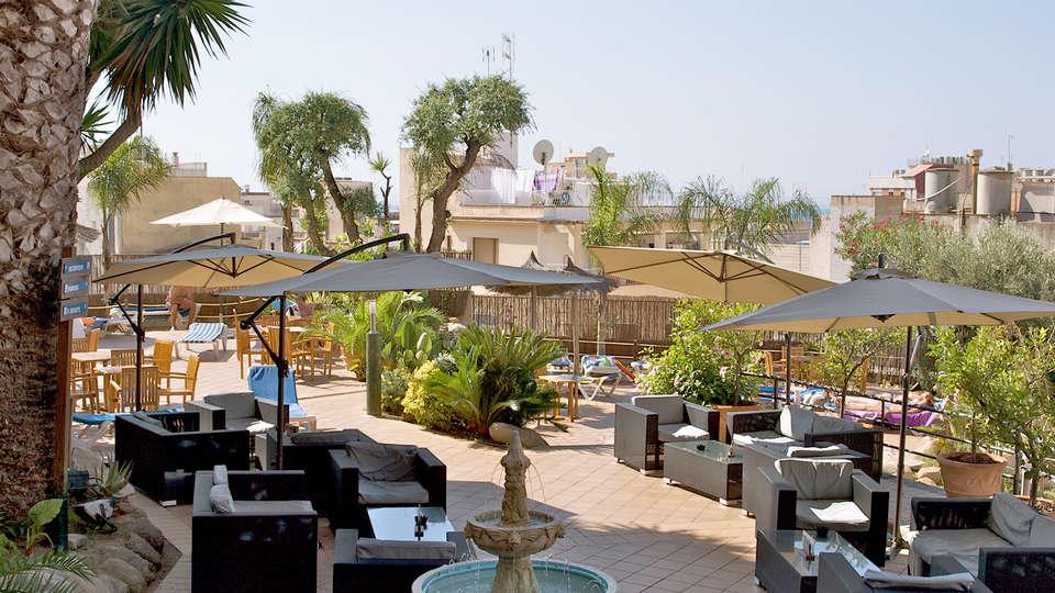 Hotel Alba Seleqtta - Edit_Terrace.jpg