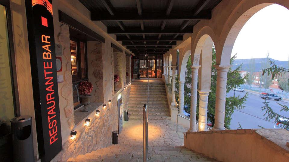 Hotel Spa Balfagón - edit_entrance.jpg