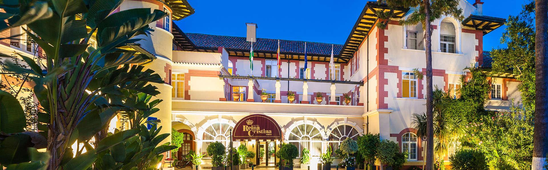 Hotel Globales Reina Cristina - edit_globales-reina-cristina-entrada-parking-nocturna.jpg