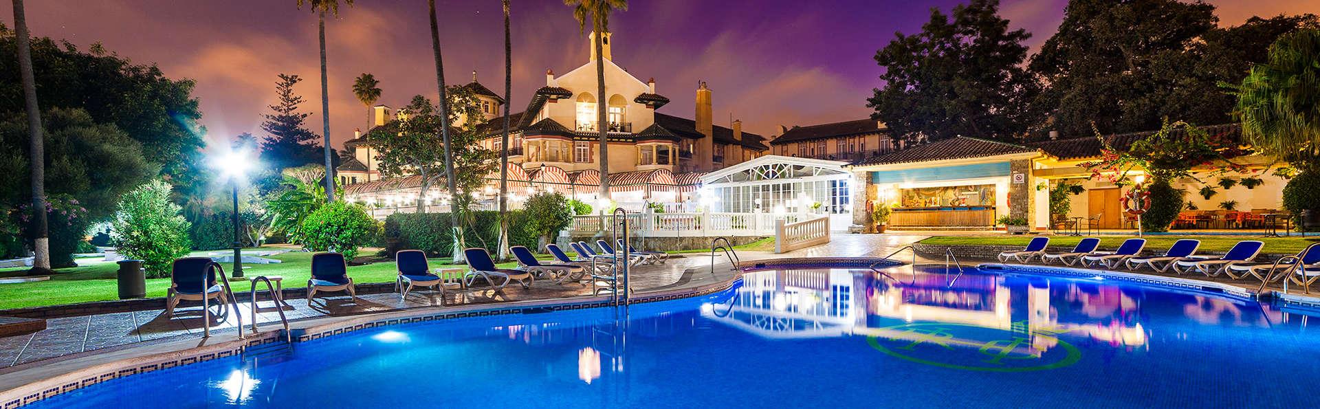Hotel Globales Reina Cristina - edit_globales-reina-cristina-piscina-nocturna.jpg