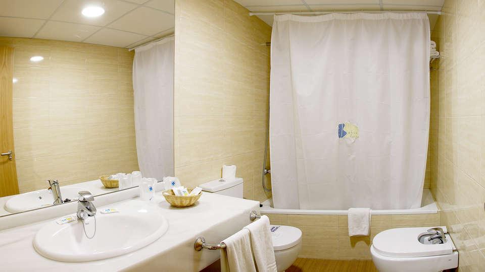 Hotel Bahía Serena - Edit_Bath2.jpg