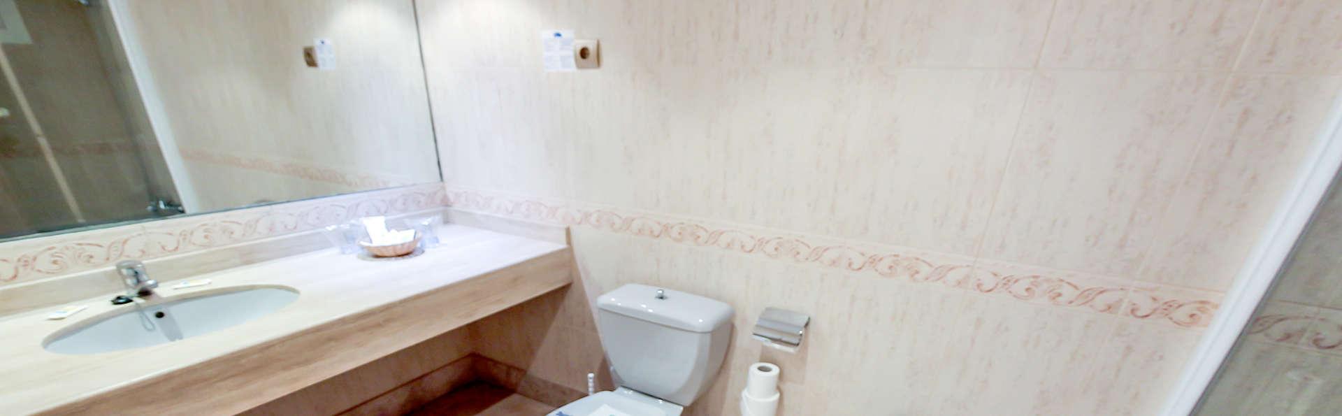 Hotel Bahía Serena - Edit_Bath.jpg