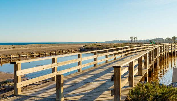 Escapade relaxante sur la plage avec petit-déjeuner, spa et séjour pour enfant gratuit