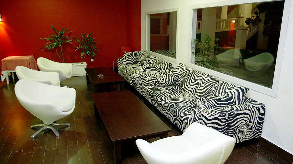 Hotel Bahía Serena - Edit_Lounge2.jpg