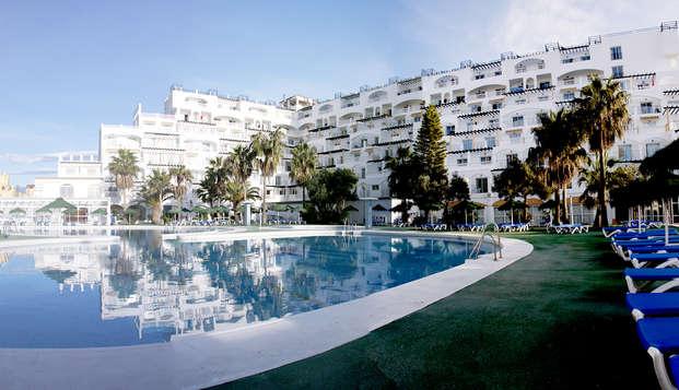 Détente dans un 4* avec spa, demi-pension et séjour pour enfant gratuit à Roquetas de Mar
