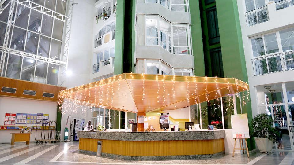 Hotel Bahía Serena - Edit_Reception.jpg