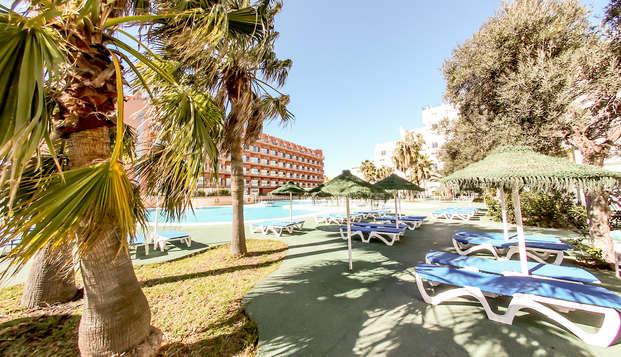 Evasion à Roquetas dans un appartement familial, demi-pension et espace détente inclus