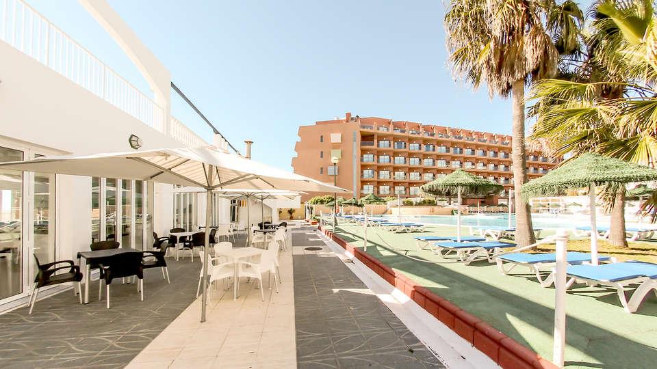 Hotel Bahía Serena - Edit_Terrace.jpg