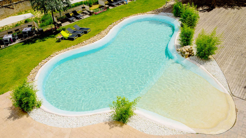 Hotel Balneario Alhama de Aragón - Edit_Pool.jpg