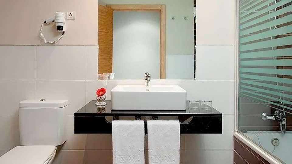 Hotel Balneario Areatza - Edit_Bath.jpg