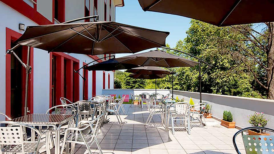 Hotel Balneario Areatza - Edit_Terrace.jpg