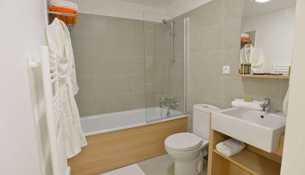 APPARTHOTEL LES PRIVILODGES - bathroom