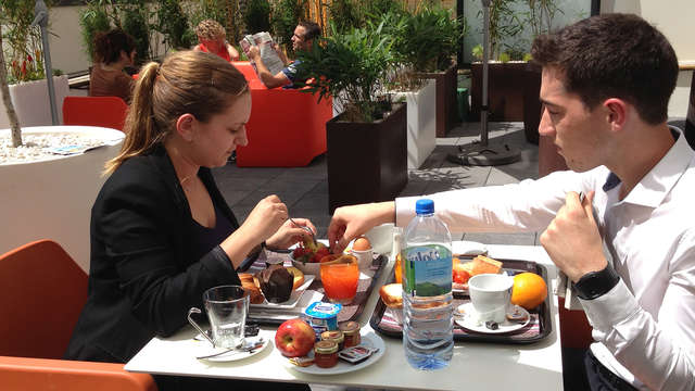 APPARTHOTEL LES PRIVILODGES - breakfast