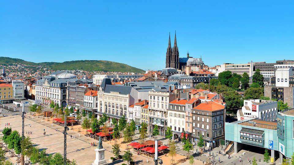 APPARTHOTEL LES PRIVILODGES  - edit_-Joel_Damase-Clermont-Ferrand_place_de_Jaude-Auvergne.jpg