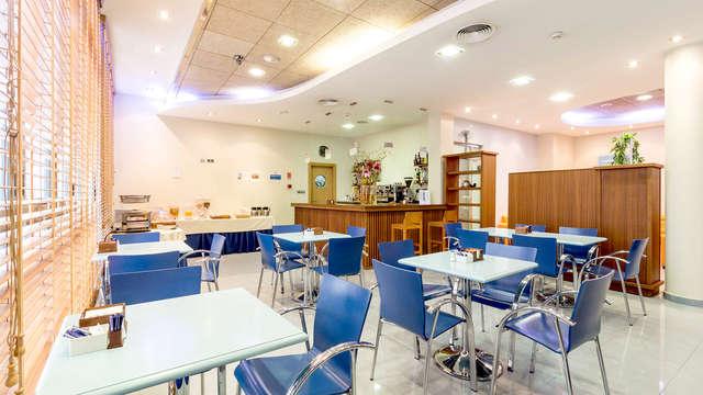 Escapada en San Pedro de pinatar con desayunos y cena incluida con niños gratis