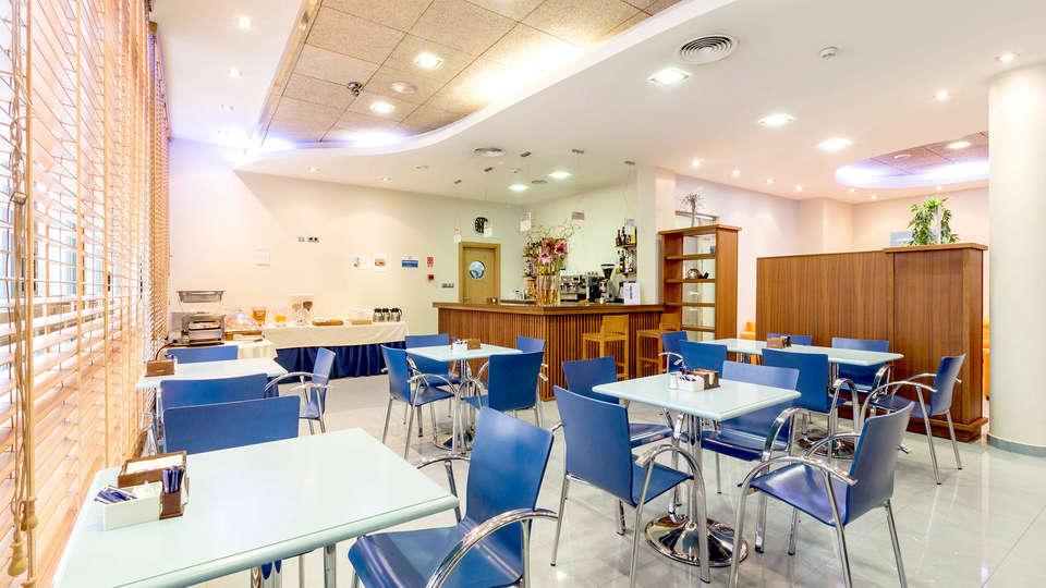 Aparthotel Bahía - Edit_Restaurant.jpg