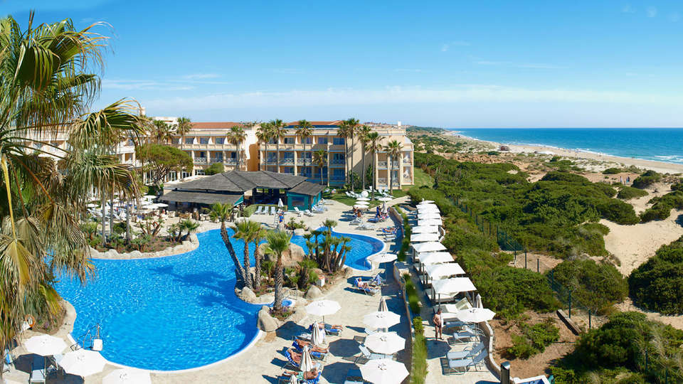 Hipotels Playa La Barrosa (Adults Only) - edit_pool.jpg