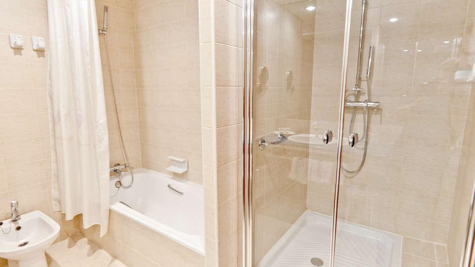 Hotel Balneario Sicilia - Edit_Bath.jpg