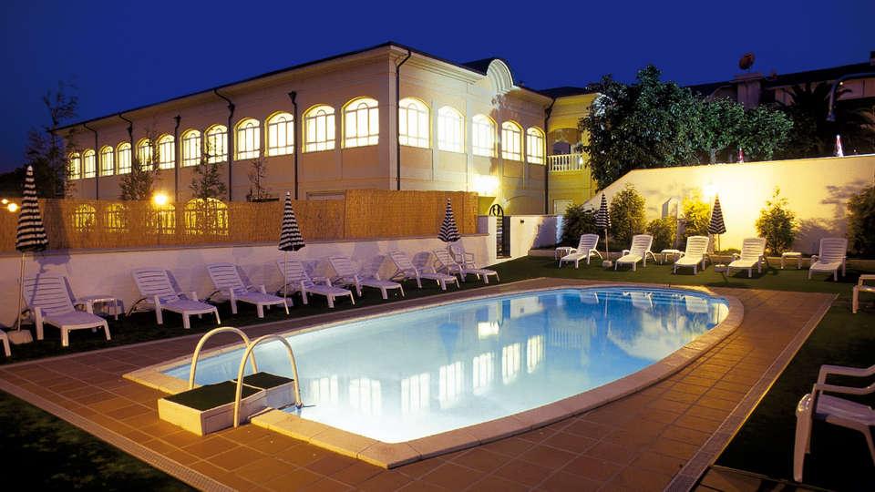 Hotel Blanco Spa - Edit_Pool.jpg
