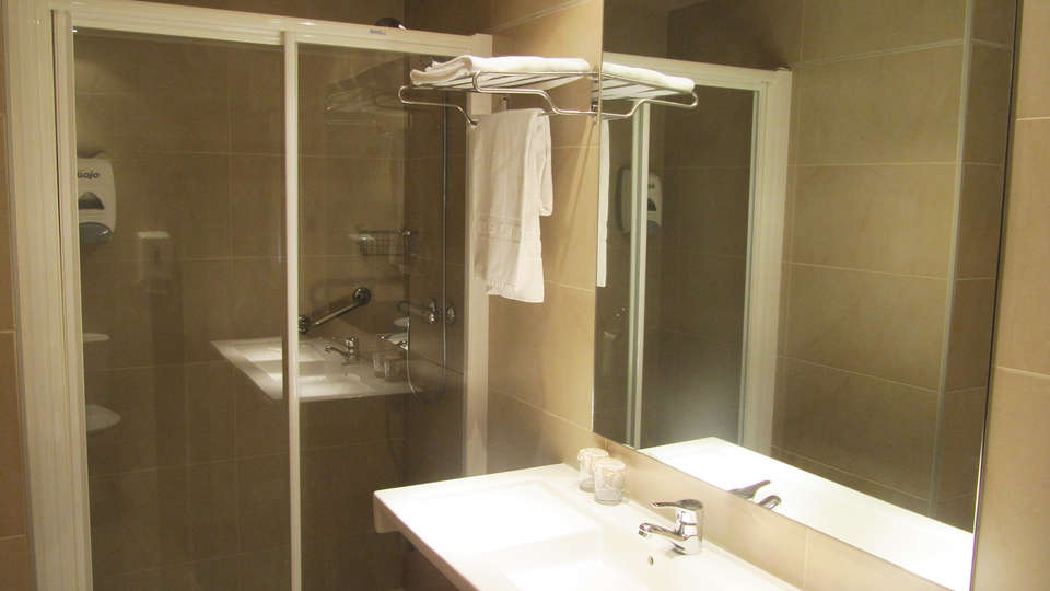 Hotel Santuario de Arantzazu - EDIT_BATHROOM.jpg