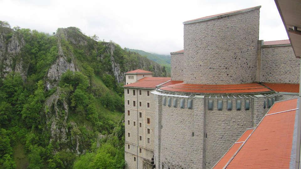 Hotel Santuario de Arantzazu - edit_Arantzazuko_santutegiko_ikuspegia_3.jpg