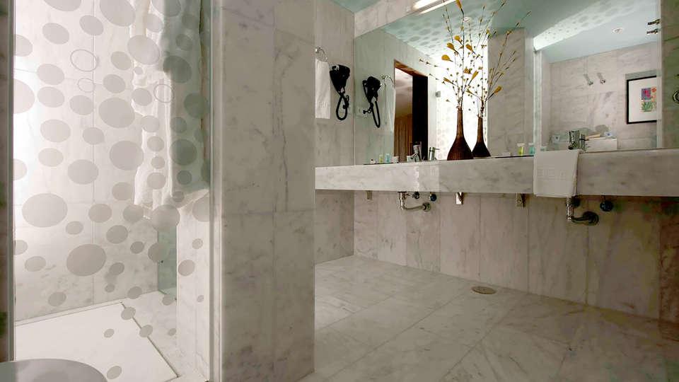 Hotel Spa Executive Sport - Edit_bath.jpg