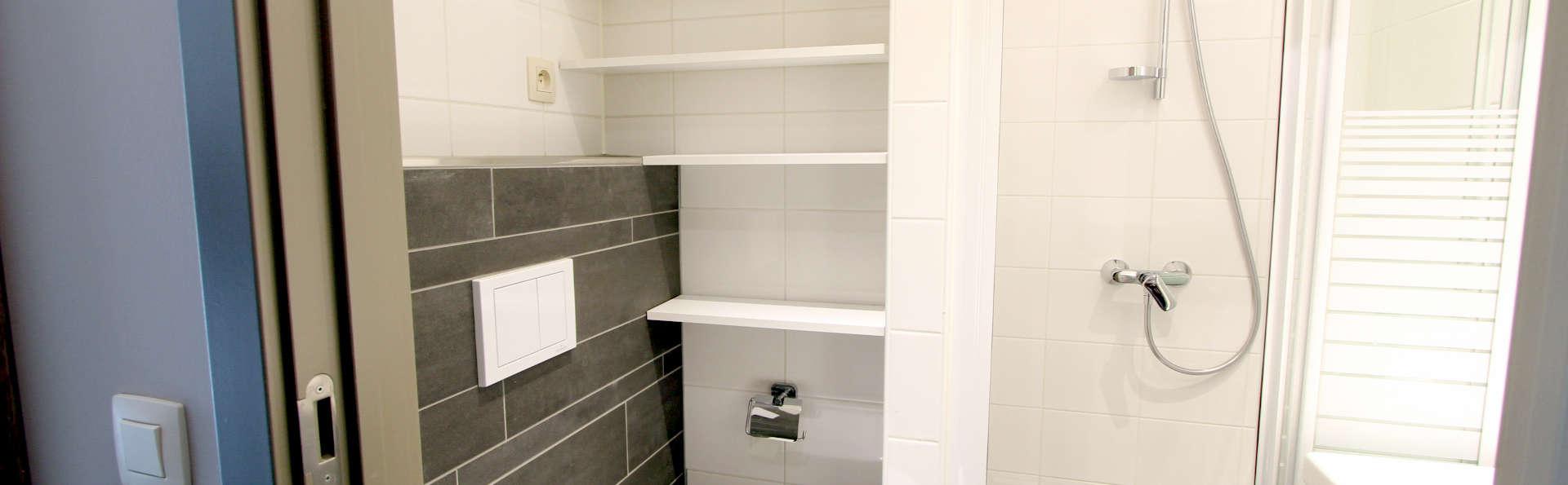 Holiday Suites Houthalen Helchteren - Edit_Bath.jpg