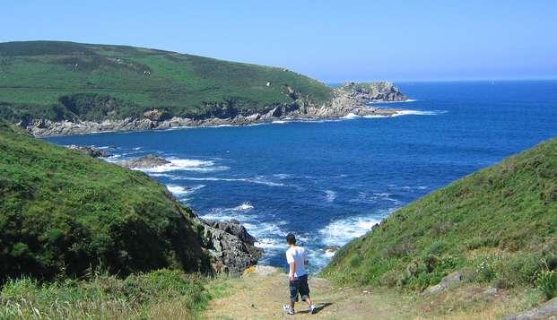 Escapada para tres personas a la costa gallega con crucero a la Isla de Ons
