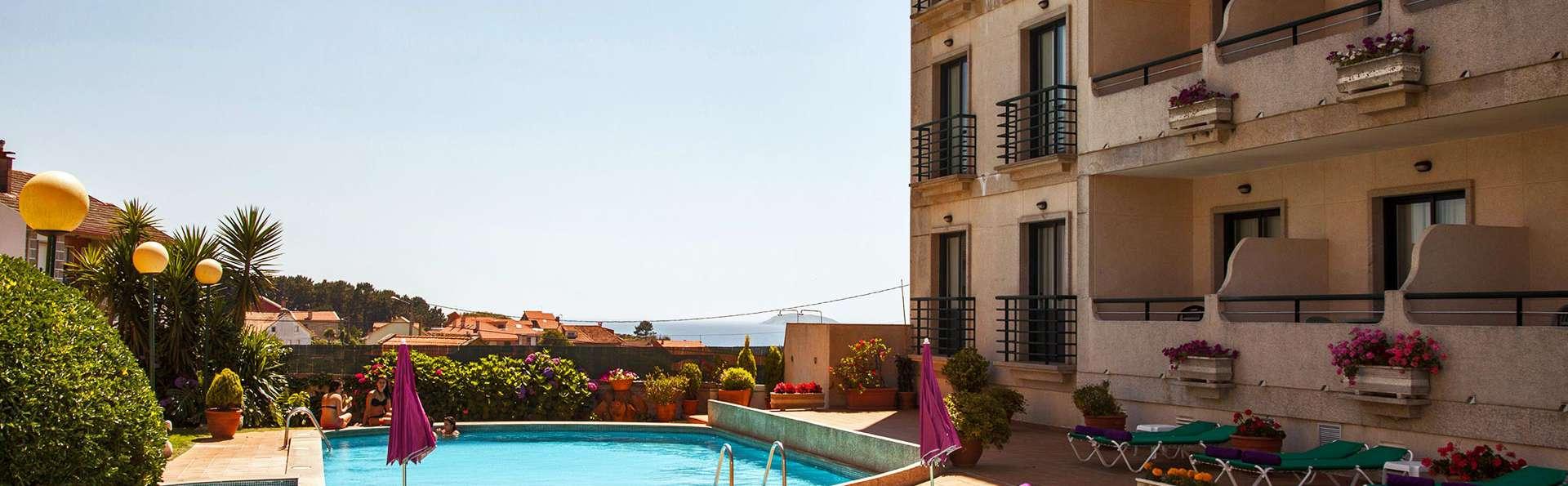 Hotel Oca Vermar - edit_pool.jpg