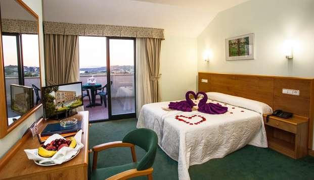 ¡Oferta especial! Escapada con desayuno, detalles románticos y cava en hotel con piscina
