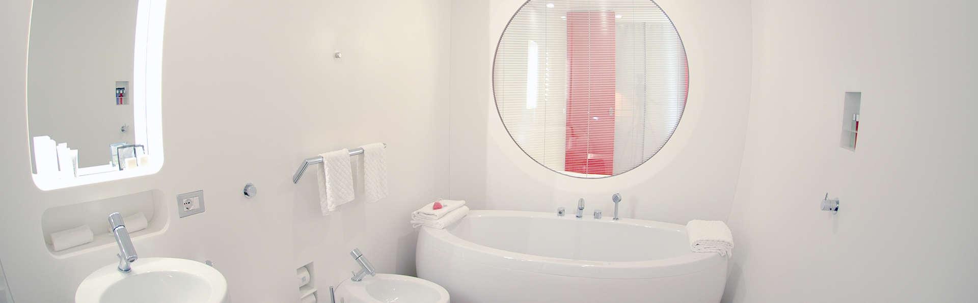 duoMo Hotel - Edit_bath2.jpg