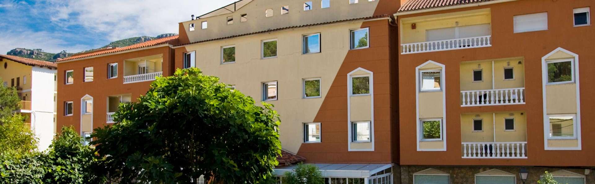 Hotel Rosaleda del Mijares - edit_facade.jpg