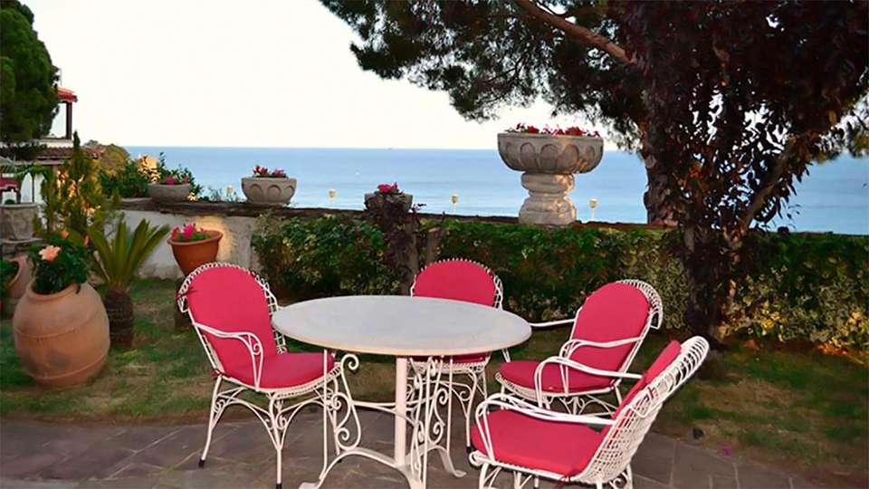 Hotel Roger de Flor Palace - edit_patio2.jpg