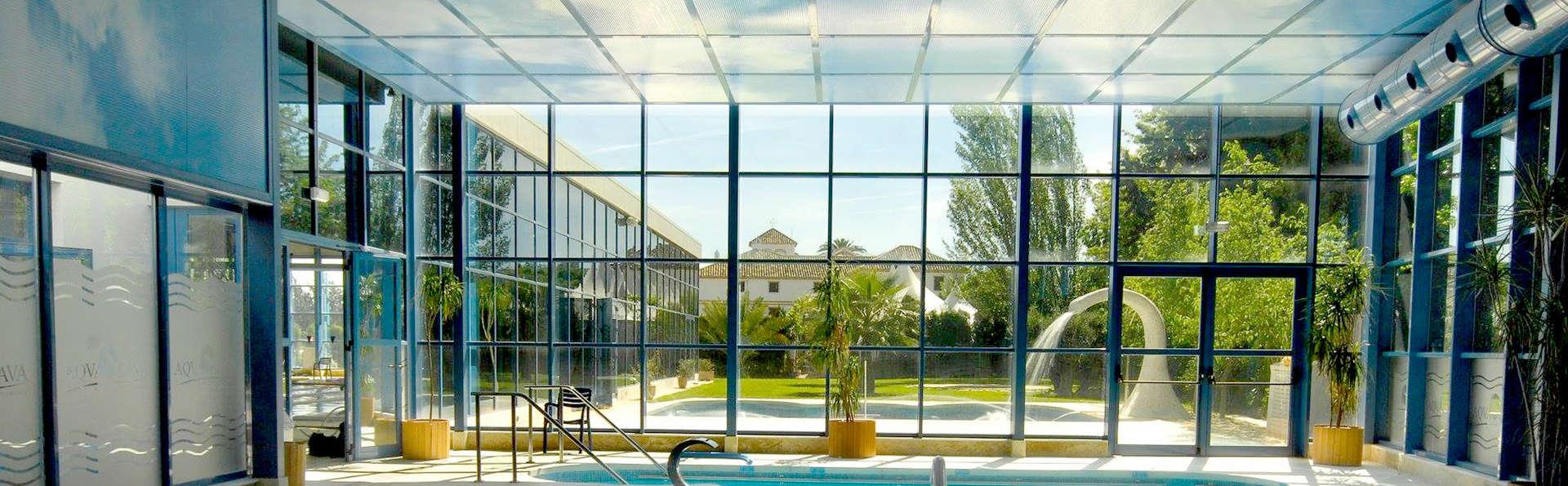 Escápate y relájate rodeado de jardines en este precioso hotel de Antequera