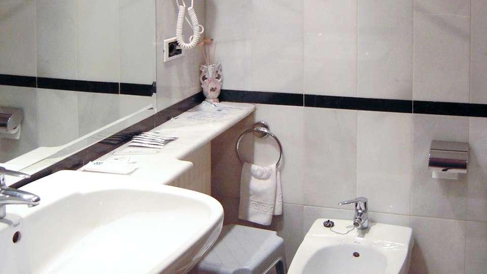 Hotel Spa Río Ucero - edit_bathroom.jpg
