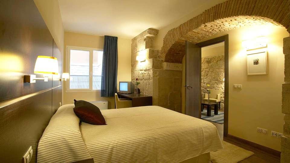 Hotel Rice Palacio de Los Blasones - edit_room.jpg