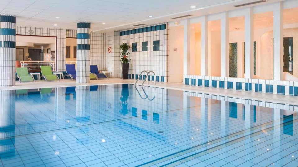 Hôtel et spa du Béryl - Bagnoles de l'Orne - edit_pool4.jpg