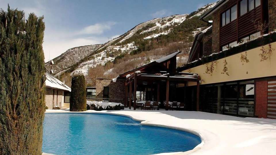 Hotel Riberies - edit_pool.jpg