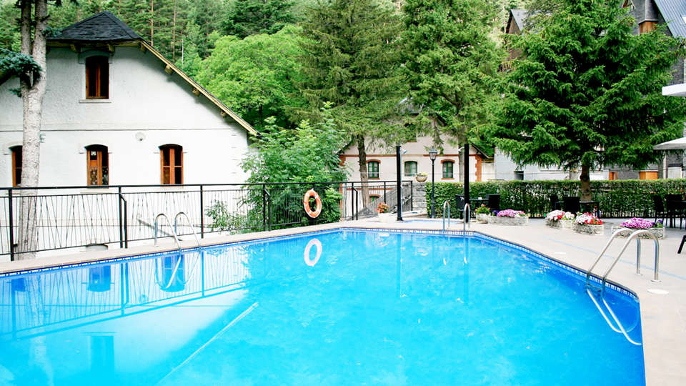 Hotel & SPA Real Villa Anayet - Edit_Pool2.jpg
