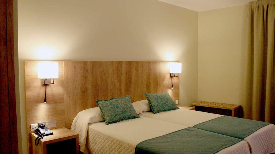 Hotel & SPA Real Villa Anayet - Edit_Room2.jpg