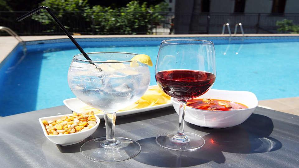 Hotel & SPA Real Villa Anayet - Edit_welcomeDrink.jpg